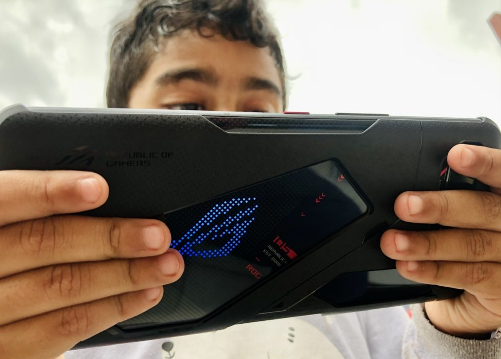 ULASAN : Asus ROG Phone 5 Malaysia  - Peranti Gaming Mantap Yang Menyerlahkan Sepenuhnya Potensi Snapdragon 888 Pada Harga Dari RM 2,999 56