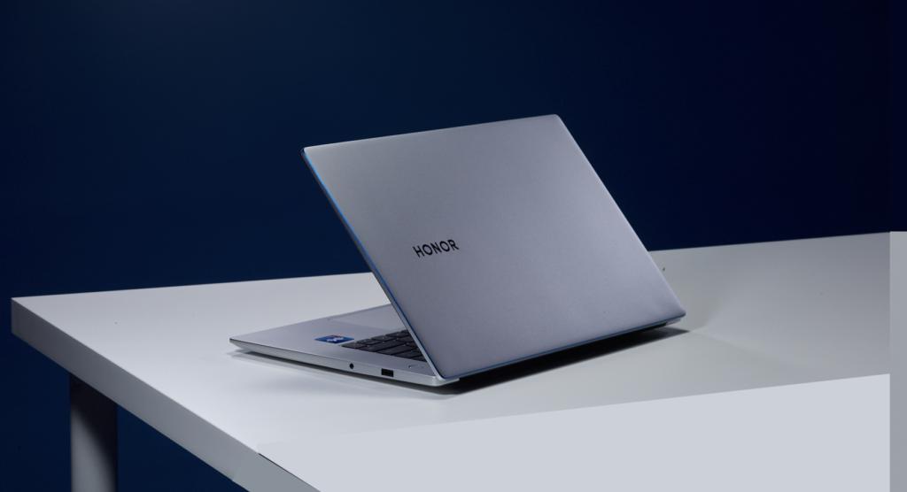Honor telah menjual 15,000 unit Honor MagicBook yang bernilai RM 50 juta kepada Universiti MAHSA 8