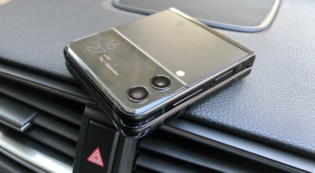 Pandangan Pertama Samsung Galaxy Z Flip3 5G - Telefon Pintar Foldable Untuk Semua 25